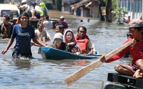 Foto aneh tsunami jepang 95