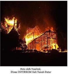 istana_pagaruyung_terbakar_27_2_2007