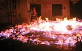Api Jalan di Udara, Kolam Ikut Membara