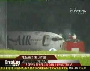 pesawat_f_27_jatuh_bandung
