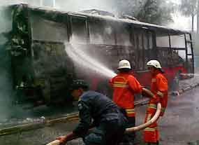 bus_trans_terbakar_12_12_2008