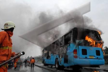 bus_trans_terbakar_22_2_2008
