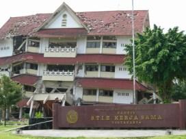 gempa_yogya_gedung_runtuh