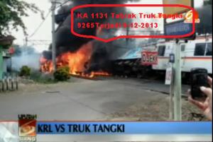 KRL_Tabrak_Truk_BBM_