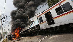 kecelakaan_kereta_api_dan_truk_tangki_lpg_di_bintaro